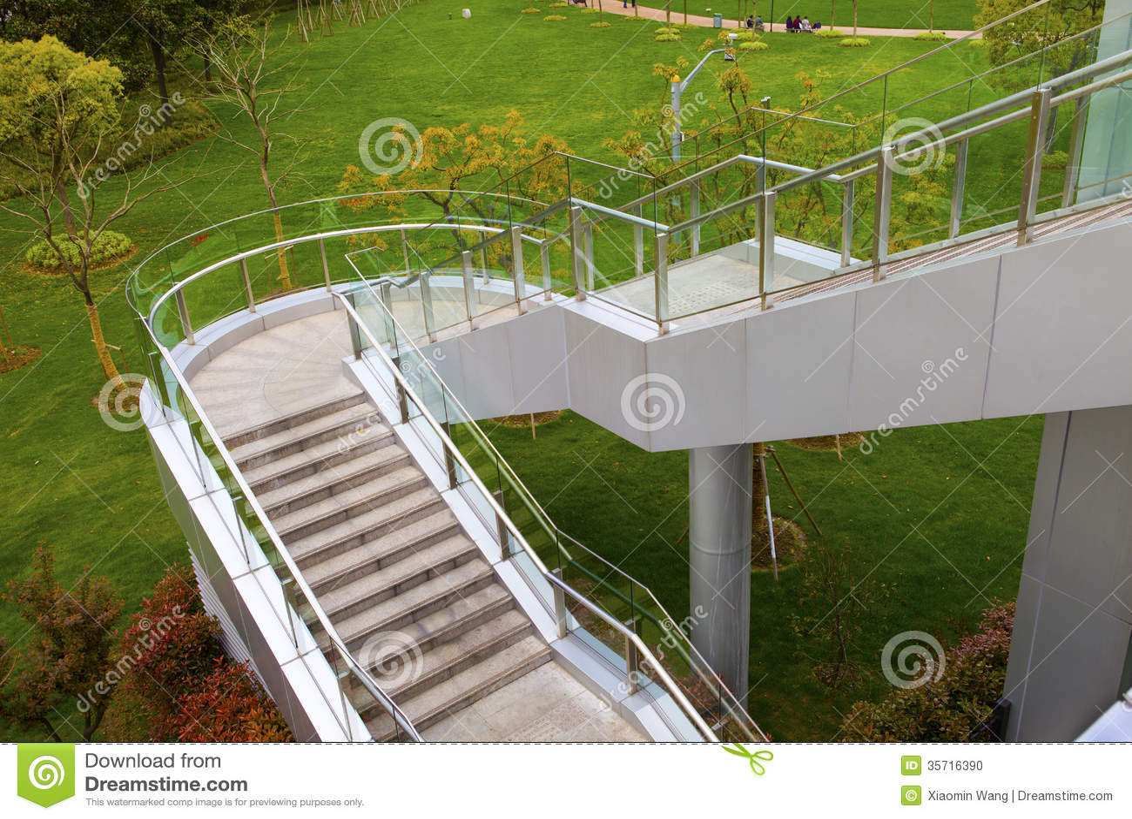 Escaleras al aire libre foto de archivo imagen 35716390 - Escaleras al aire ...