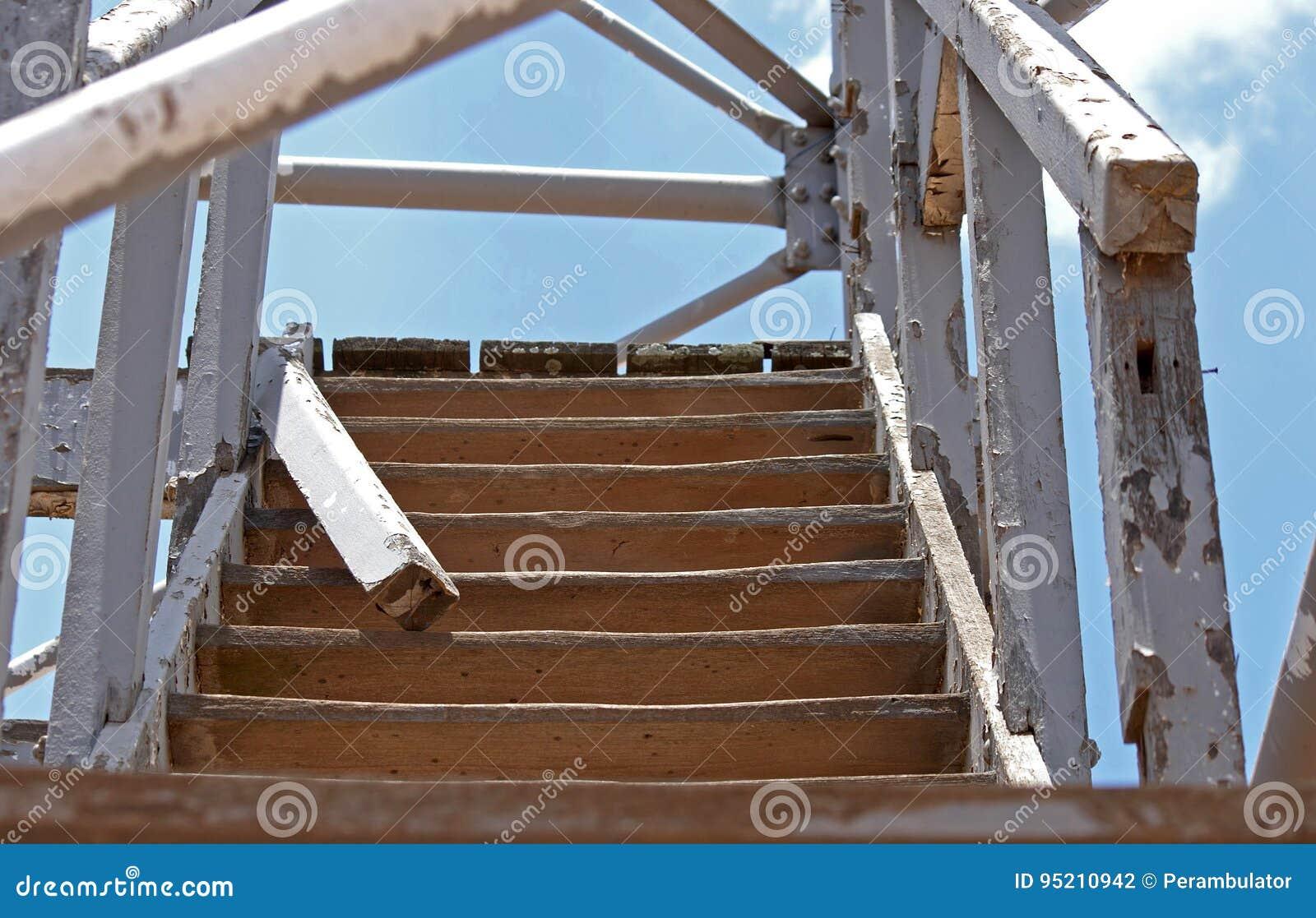 Escaleras exteriores de madera ideas para usar la madera - Escalera madera exterior ...