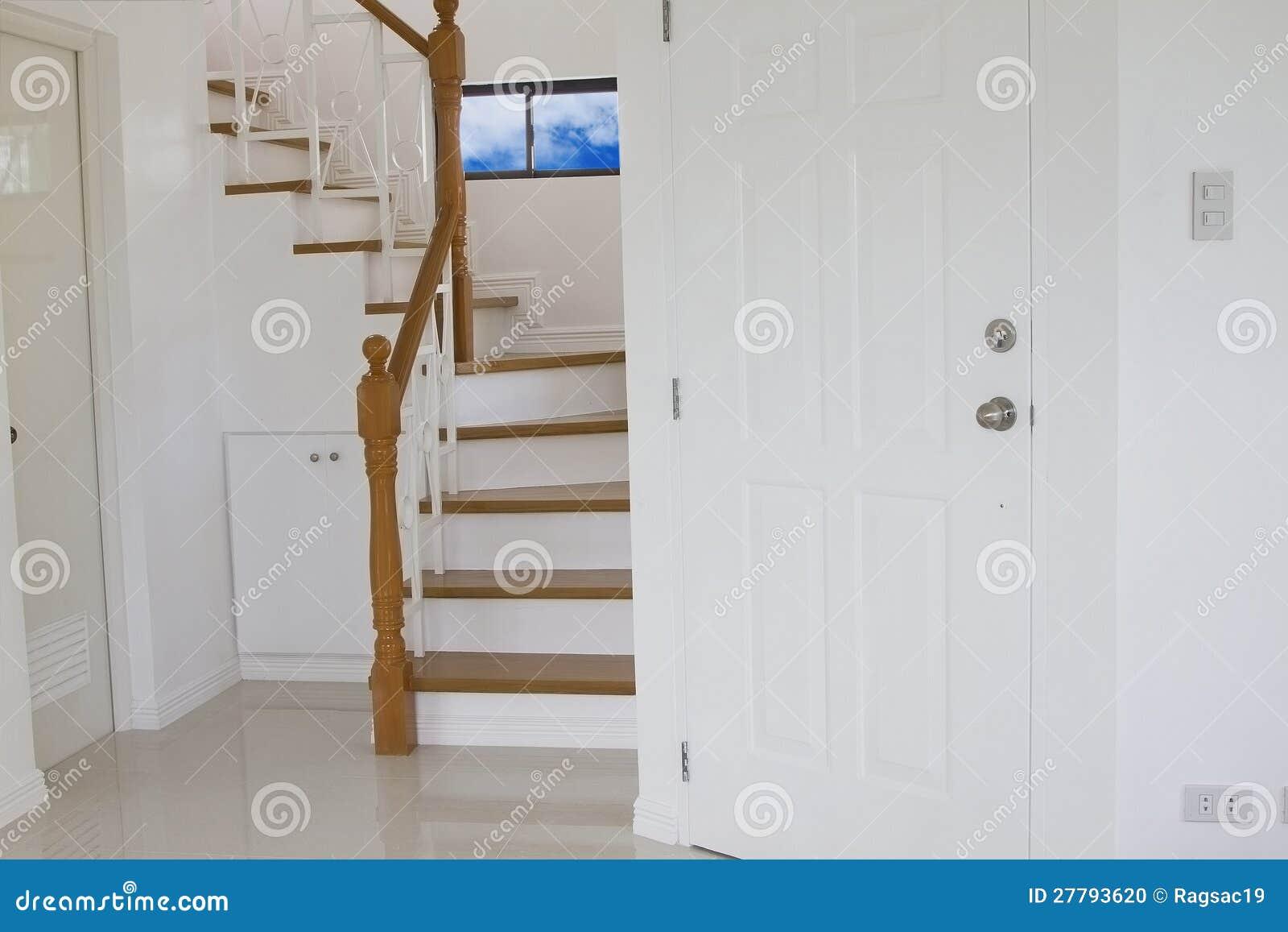 Escaleras de madera interiores foto de archivo imagen - Escaleras madera interior ...