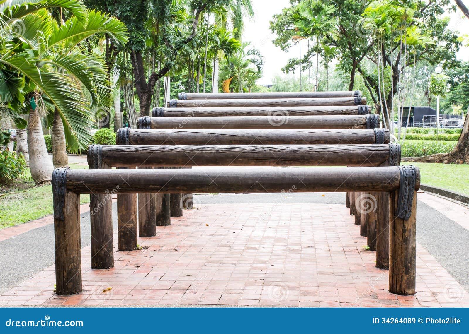 Escaleras de madera para el ejercicio en jard n im genes de archivo libres de regal as imagen - Escaleras jardin ...
