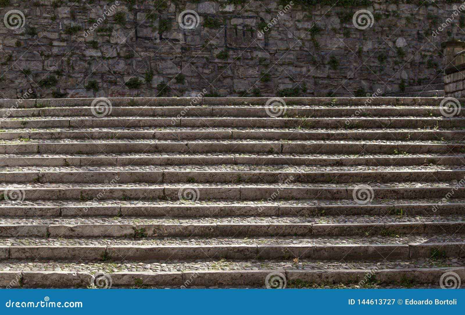 Escaleras de piedra en Brescia