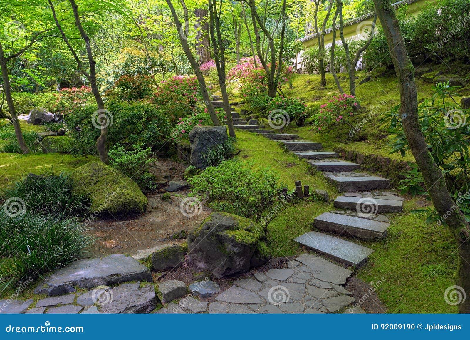 Escaleras de piedra en el jard n del japon s de portland for Escaleras para caminar fuera del jardin