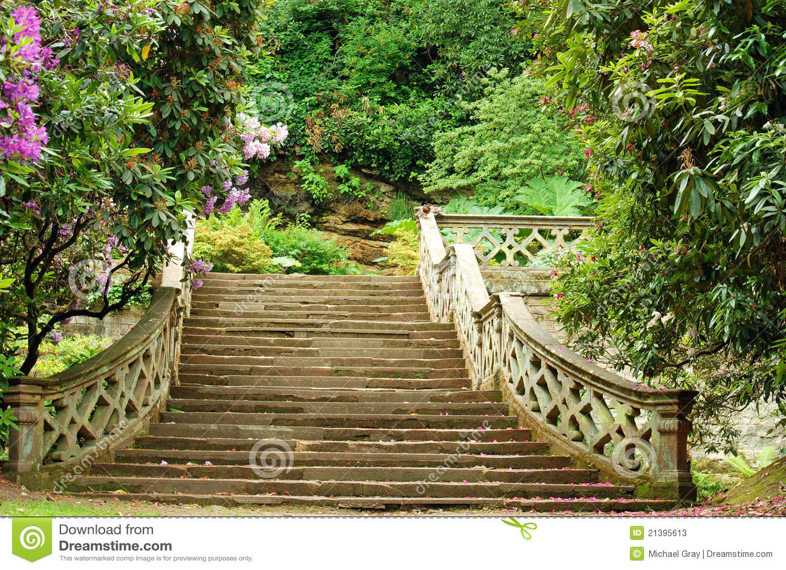 Escaleras de piedra en los jardines inglaterra del for Fotos de jardines con piedras