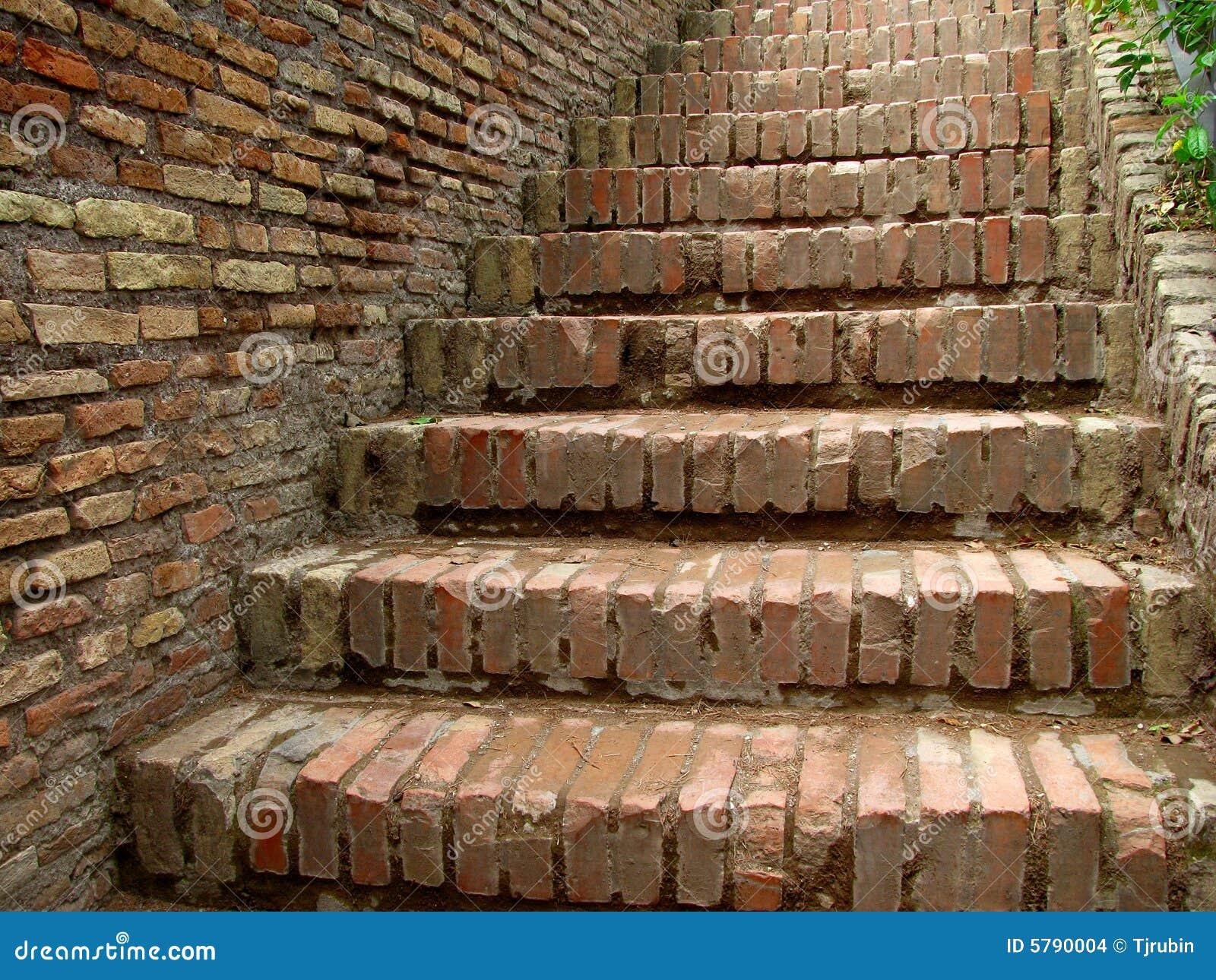 Escaleras del ladrillo imagenes de archivo imagen 5790004 - Escaleras de ladrillo ...