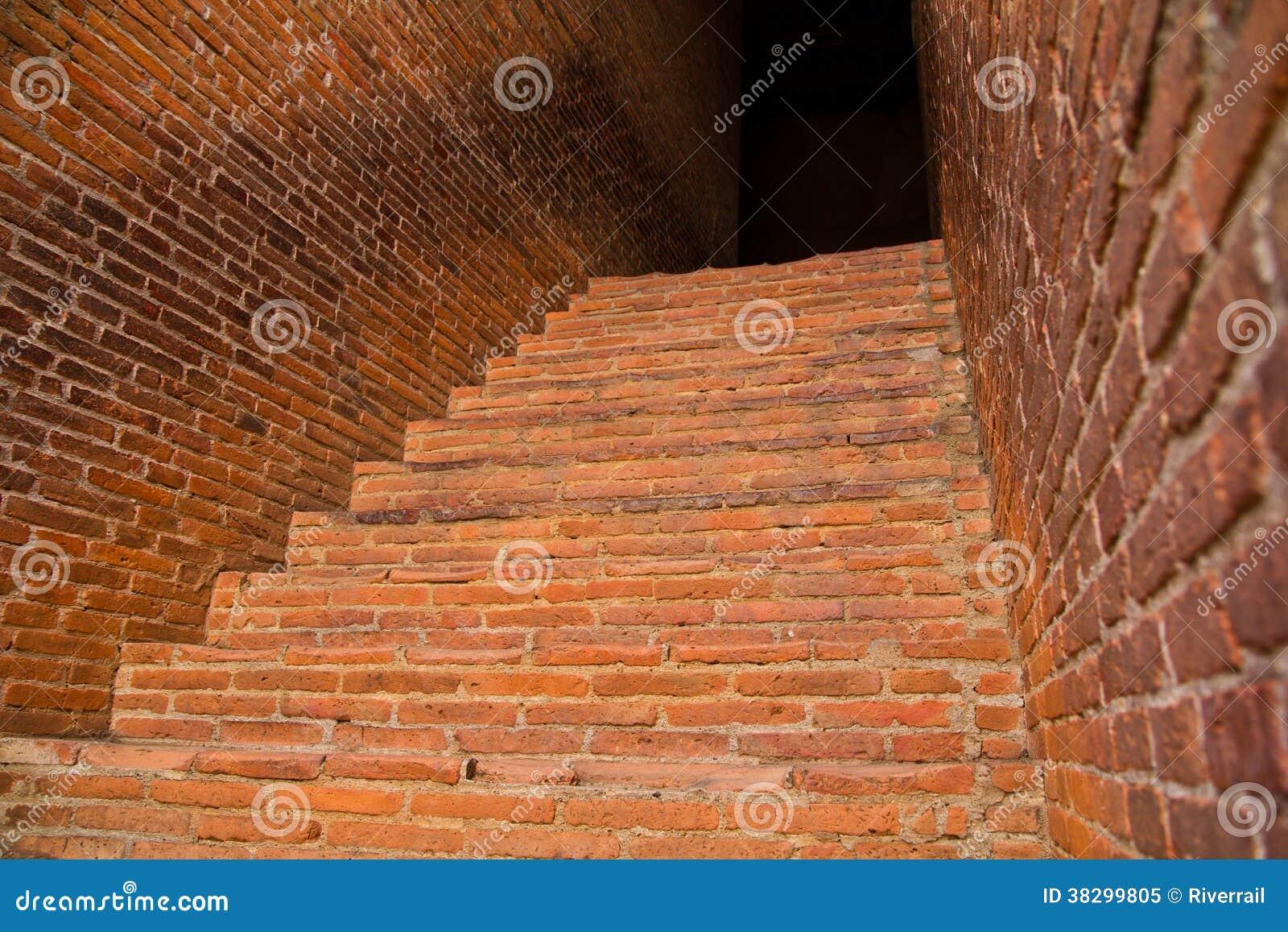 Escaleras del ladrillo rojo foto de archivo libre de - Escaleras de ladrillo ...