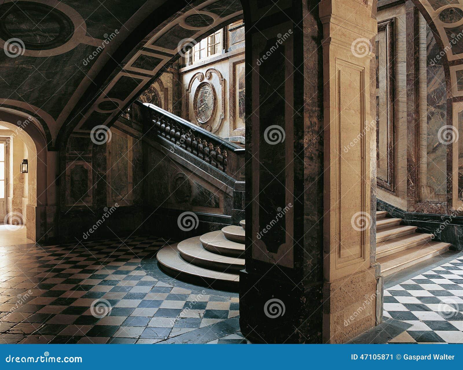 image Bajo vestido en escalera electrica Part 8