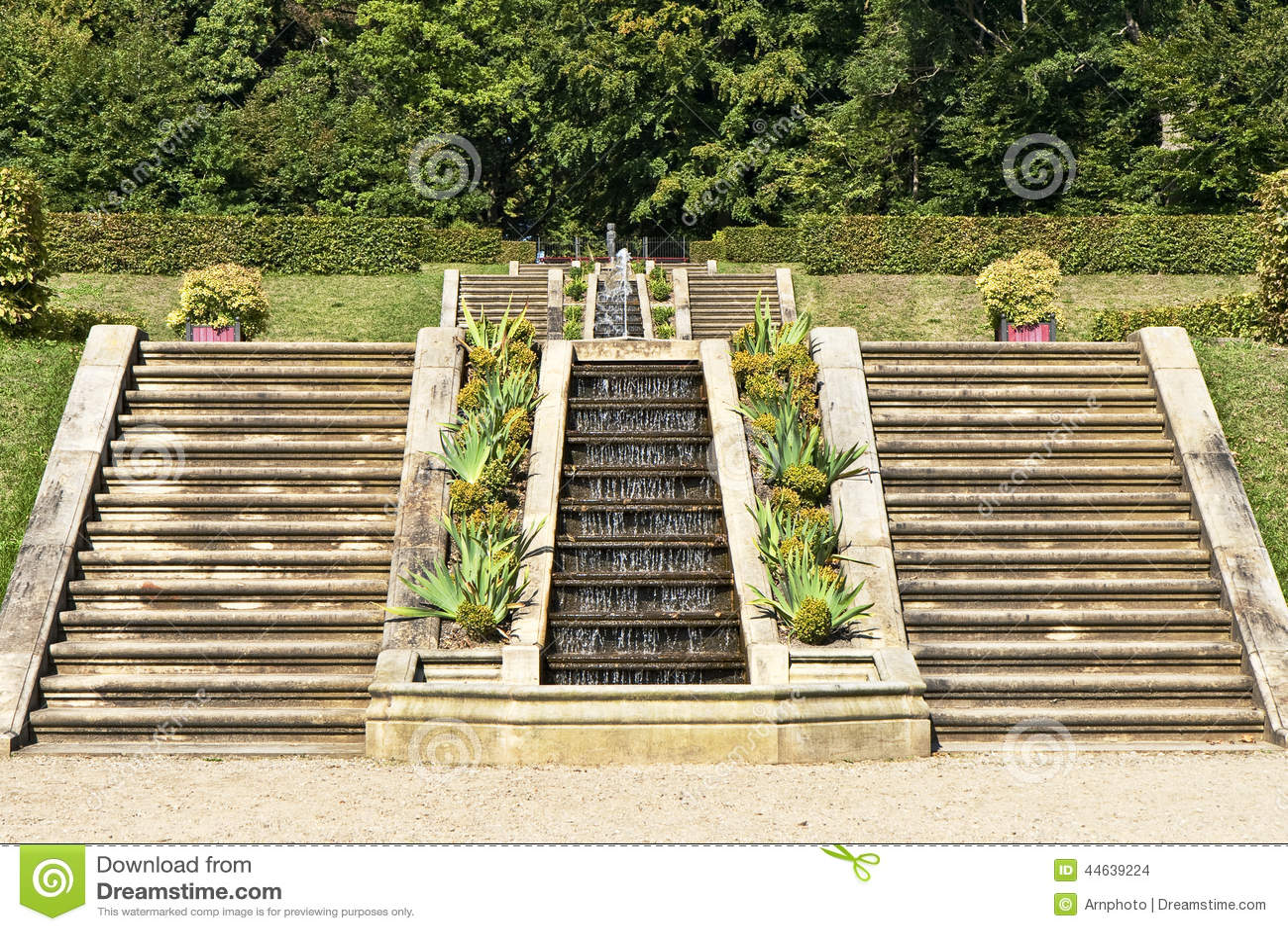 Escaleras en un jard n barroco foto de archivo imagen 44639224 - Escaleras jardin ...