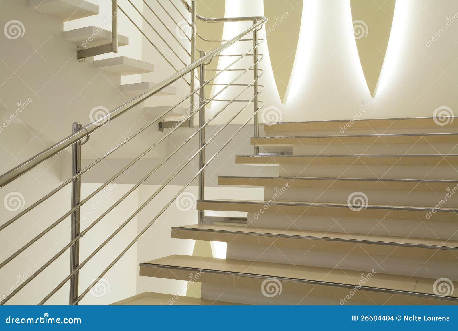 Escaleras ligeras imagenes de archivo imagen 26684404 for Escaleras ligeras