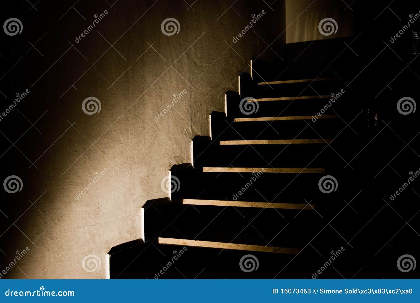 escaleras oscuras 5 fotos de archivo imagen 16073463