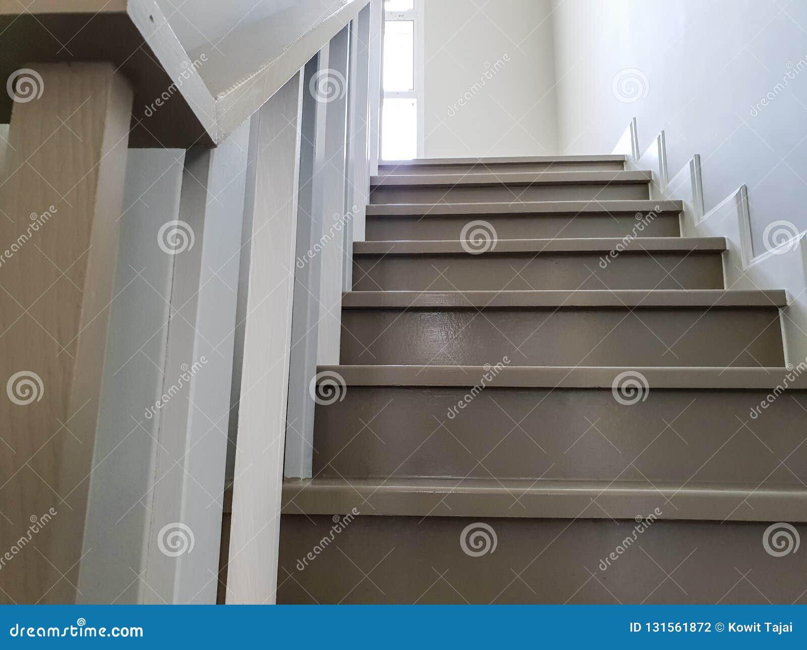 Escalier Dans La Nouvelle Maison Moderne L\'escalier Moderne ...