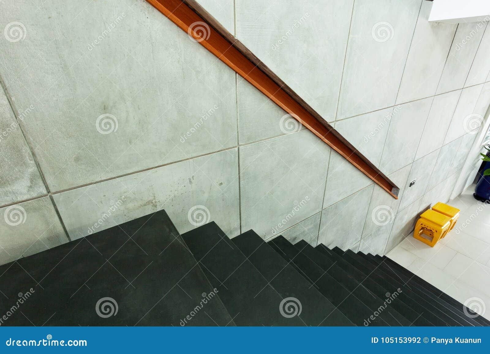 Escalier Dans Le Mur Moderne De Villa Et De Ciment Photo stock ...