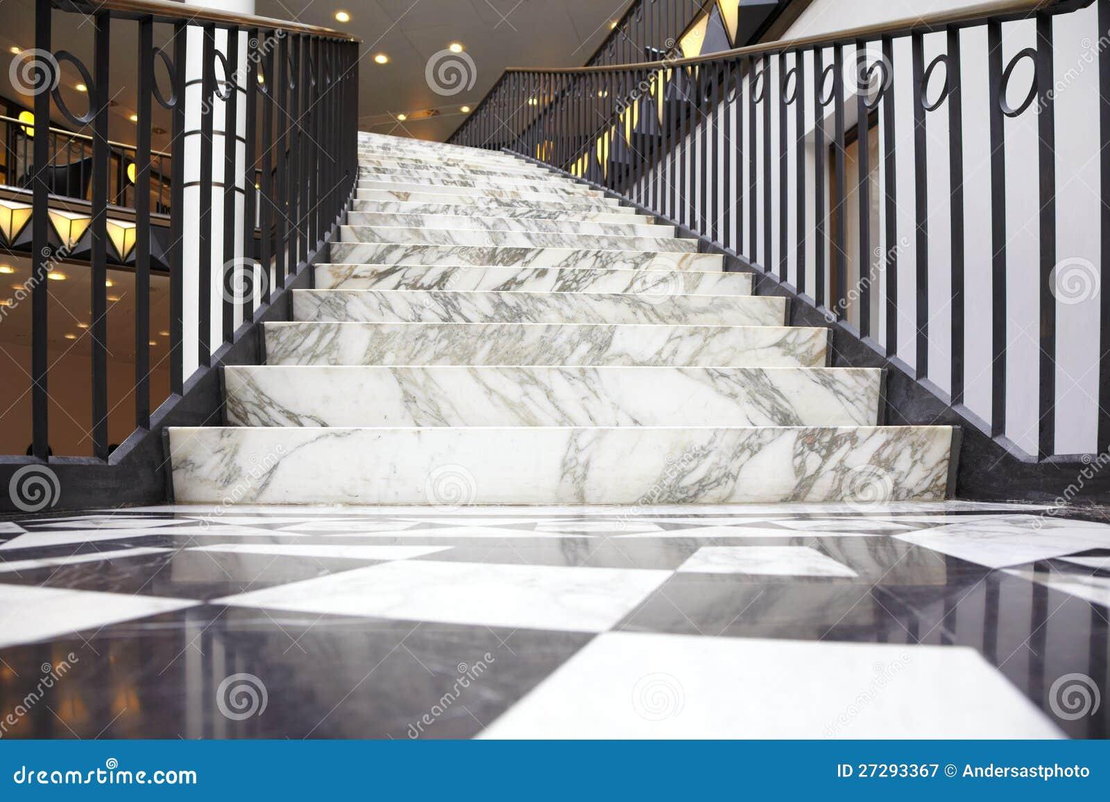 escalier de marbre blanc dans l 39 int rieur de luxe photographie stock libre de droits image. Black Bedroom Furniture Sets. Home Design Ideas
