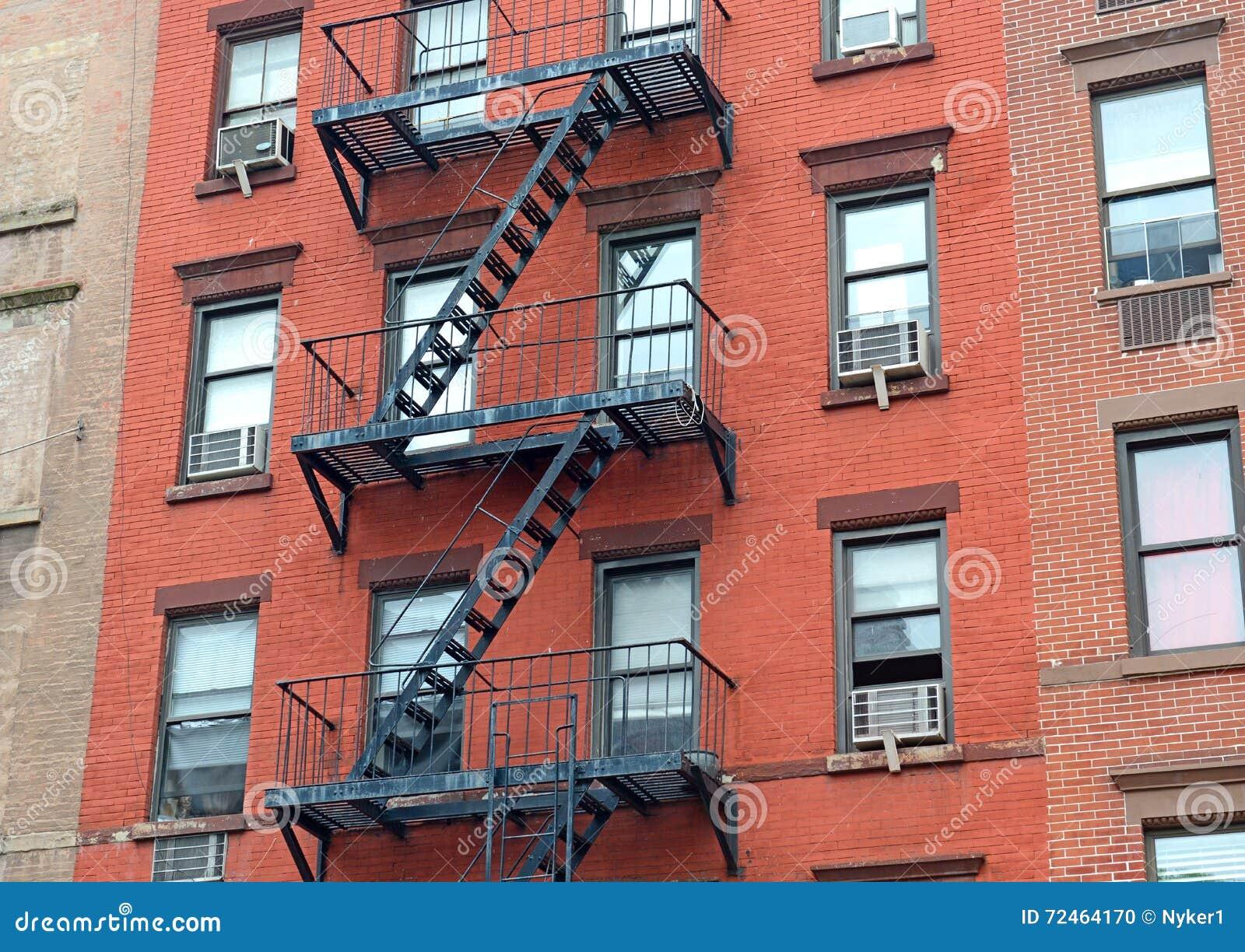 Escalier De Sortie De Secours Sur L Ext 233 Rieur De L