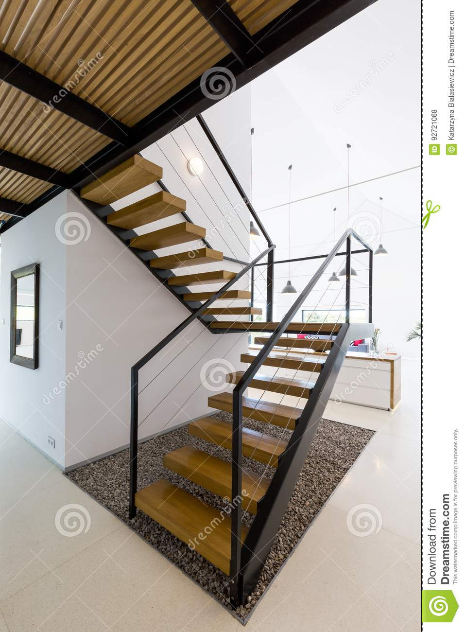Escalier en bois moderne photo stock. Image du moderne ...
