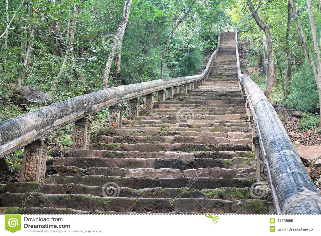 escalier en pierre aux ruines de temple de sommet de montagne au cambodge image stock image du. Black Bedroom Furniture Sets. Home Design Ideas