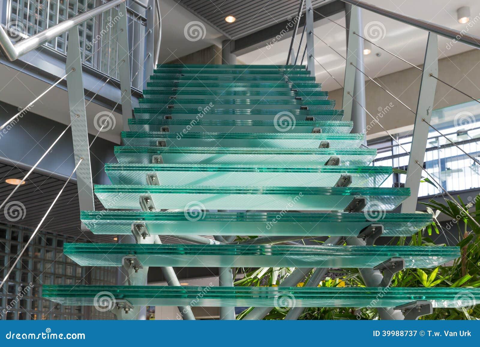 Escalier En Verre Dans Un Immeuble De Bureaux Moderne Photo Stock Image 39988737