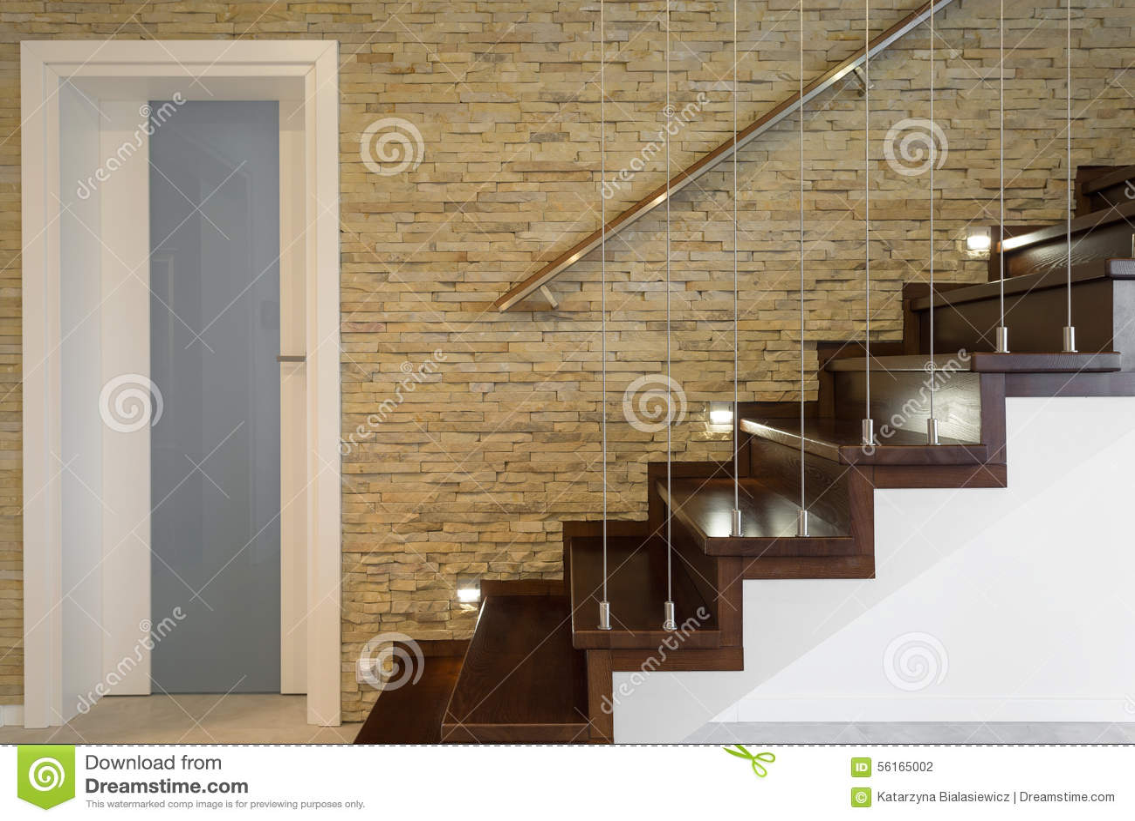 Escalier Et Mur De Briques En Bois Photo stock - Image du neuf ...