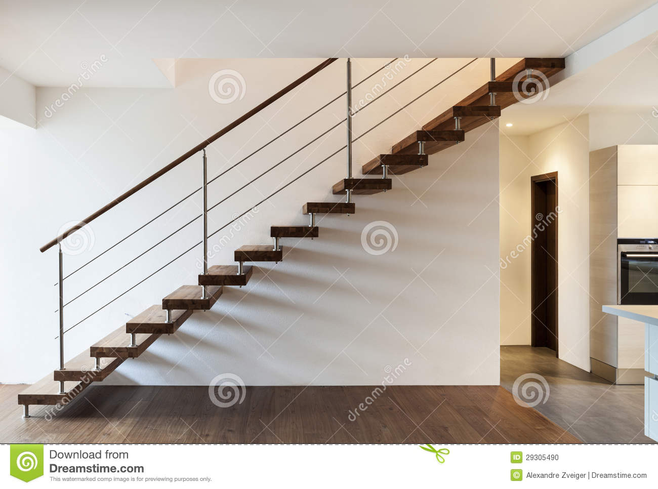Escalier int rieur photo stock image du vide acier for Escalier moderne interieur