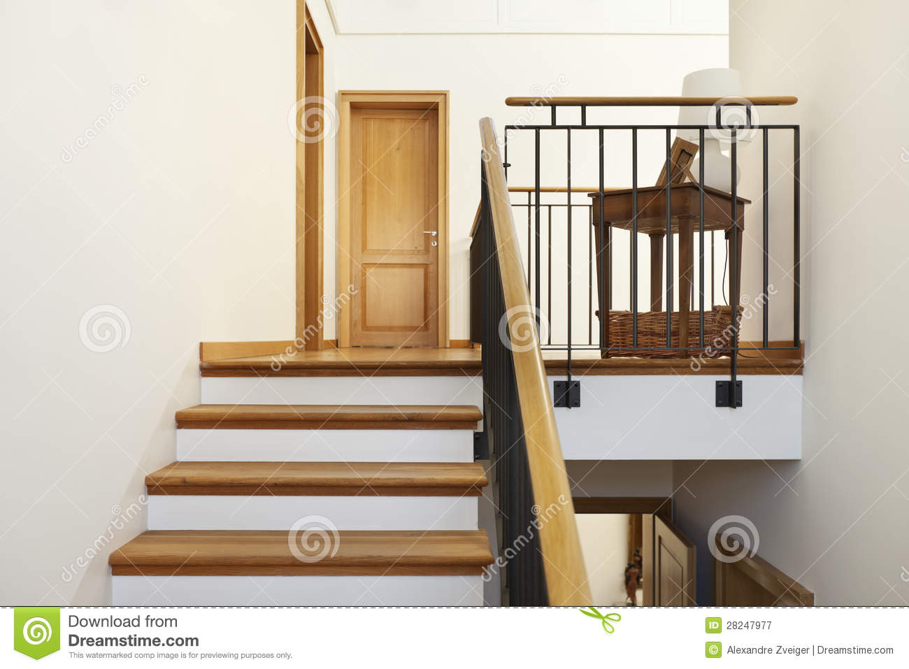 escalier int rieur et en bois image stock image 28247977. Black Bedroom Furniture Sets. Home Design Ideas