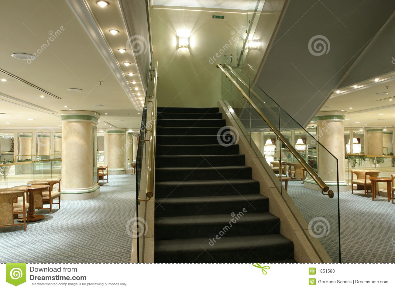 Escalier moderne photo stock image 1851580 for Escalier interieur moderne