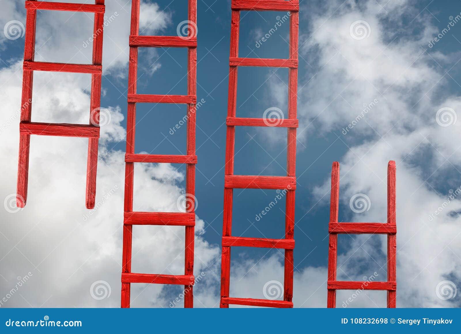 Escalier rouge au ciel La route à la réussite Accomplissement de métaphore de carrière de buts