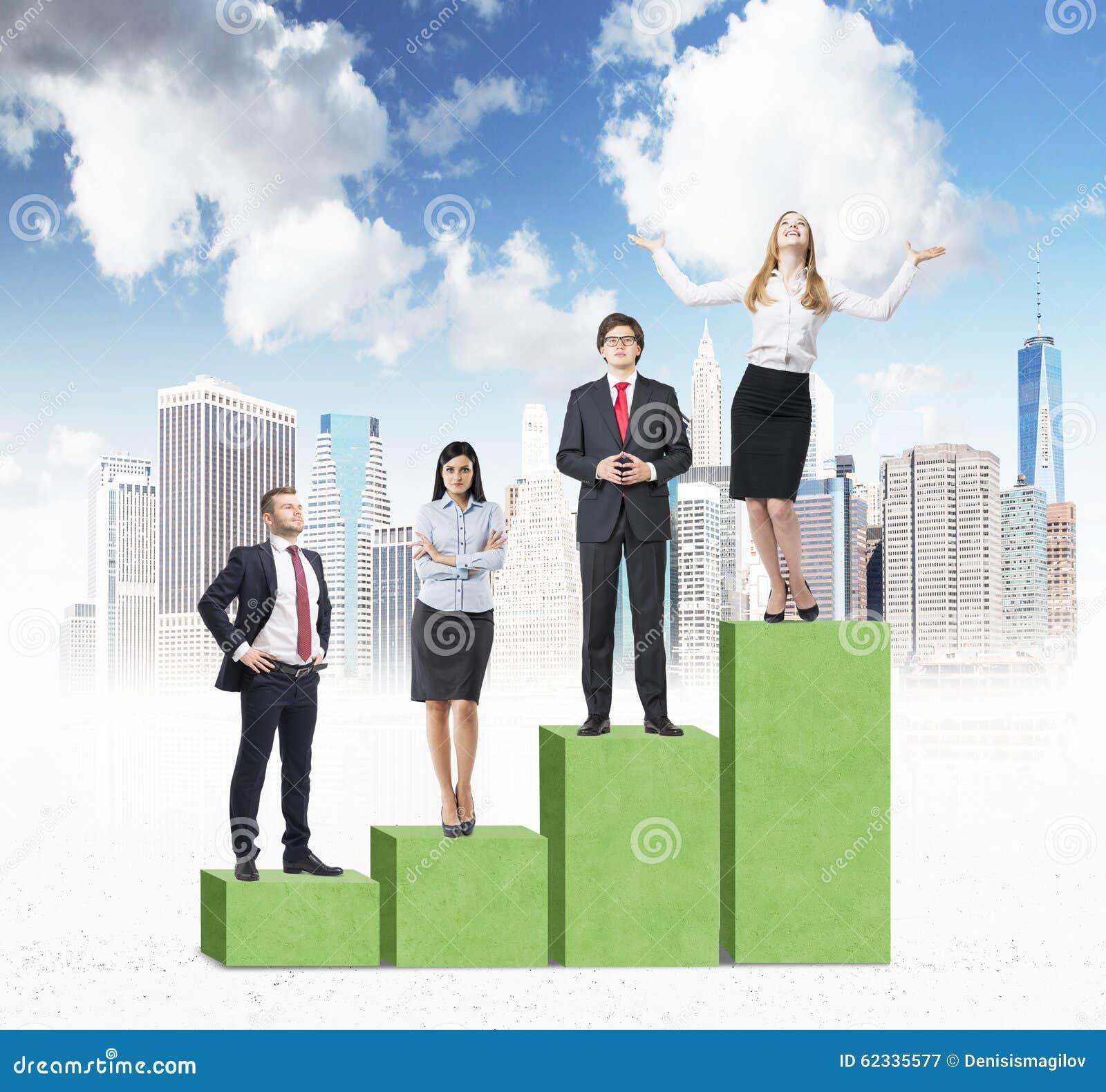 Escaliers comme histogramme vert énorme avec New York City esquissé Les gens d affaires se tiennent sur chaque étape comme concep