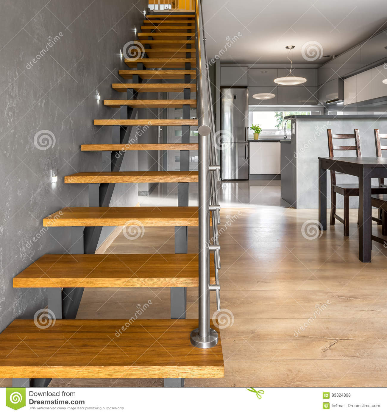 Escaliers En Bois En Villa Moderne Photo stock - Image du ...
