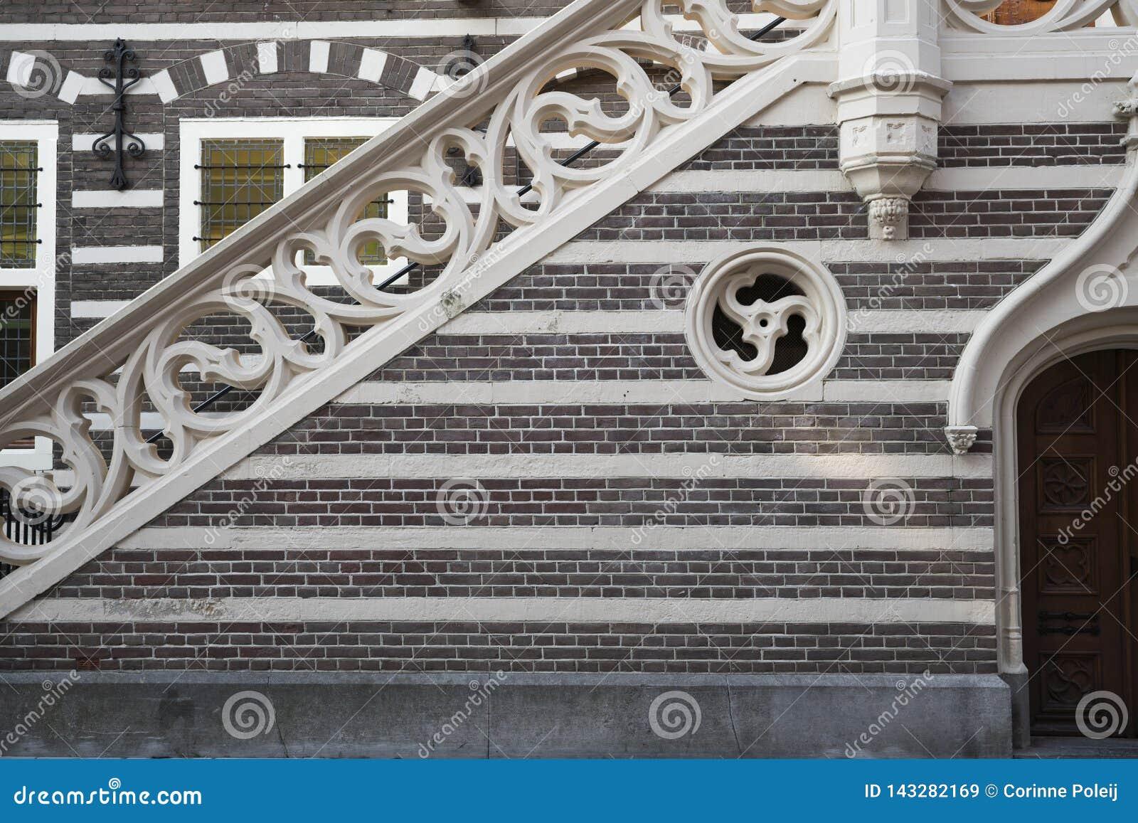 Escaliers et mur de briques d hôtel de ville, Alkmaar, Pays-Bas