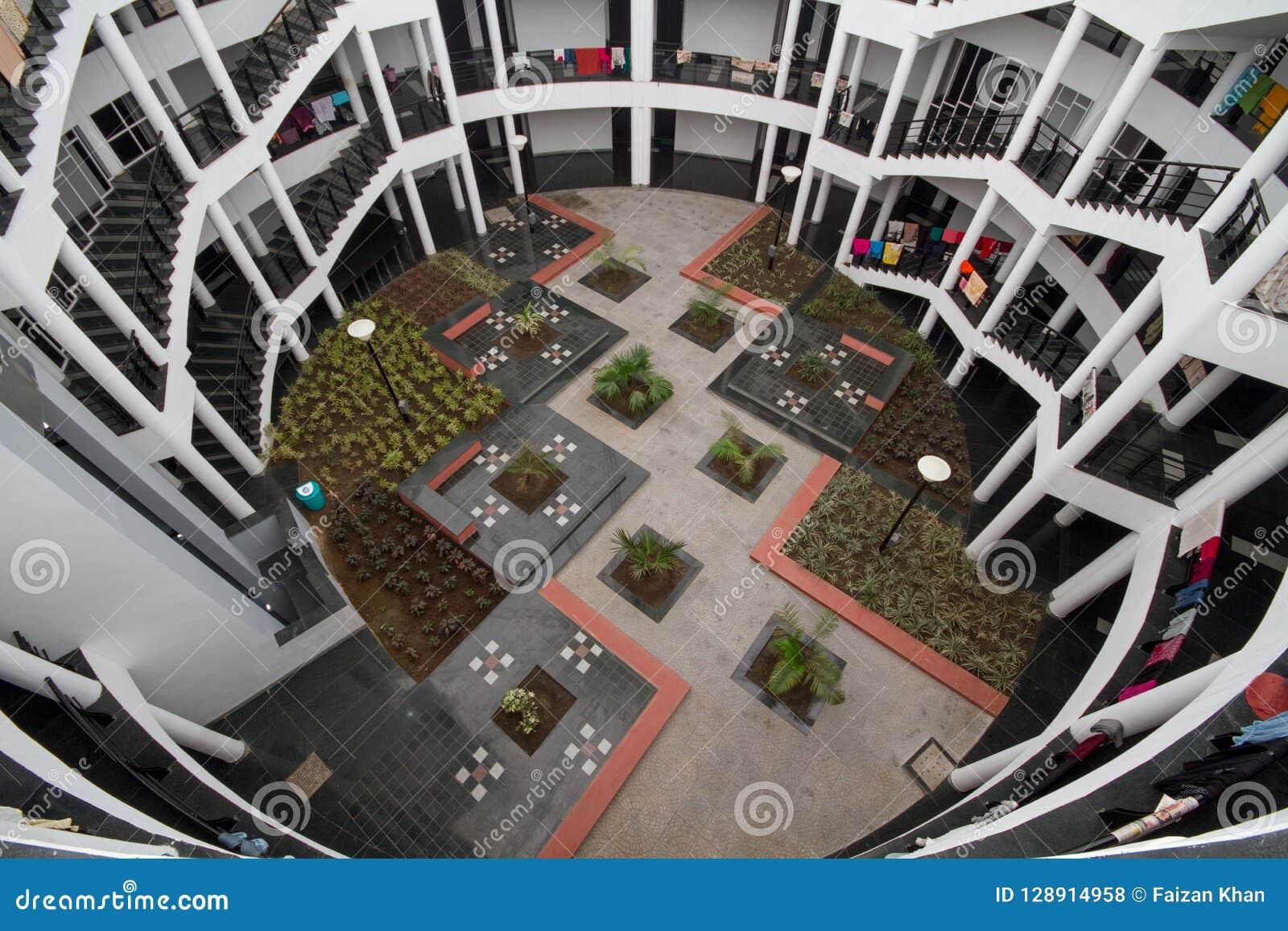 Escaliers et région de couloir d un appartement résidentiel