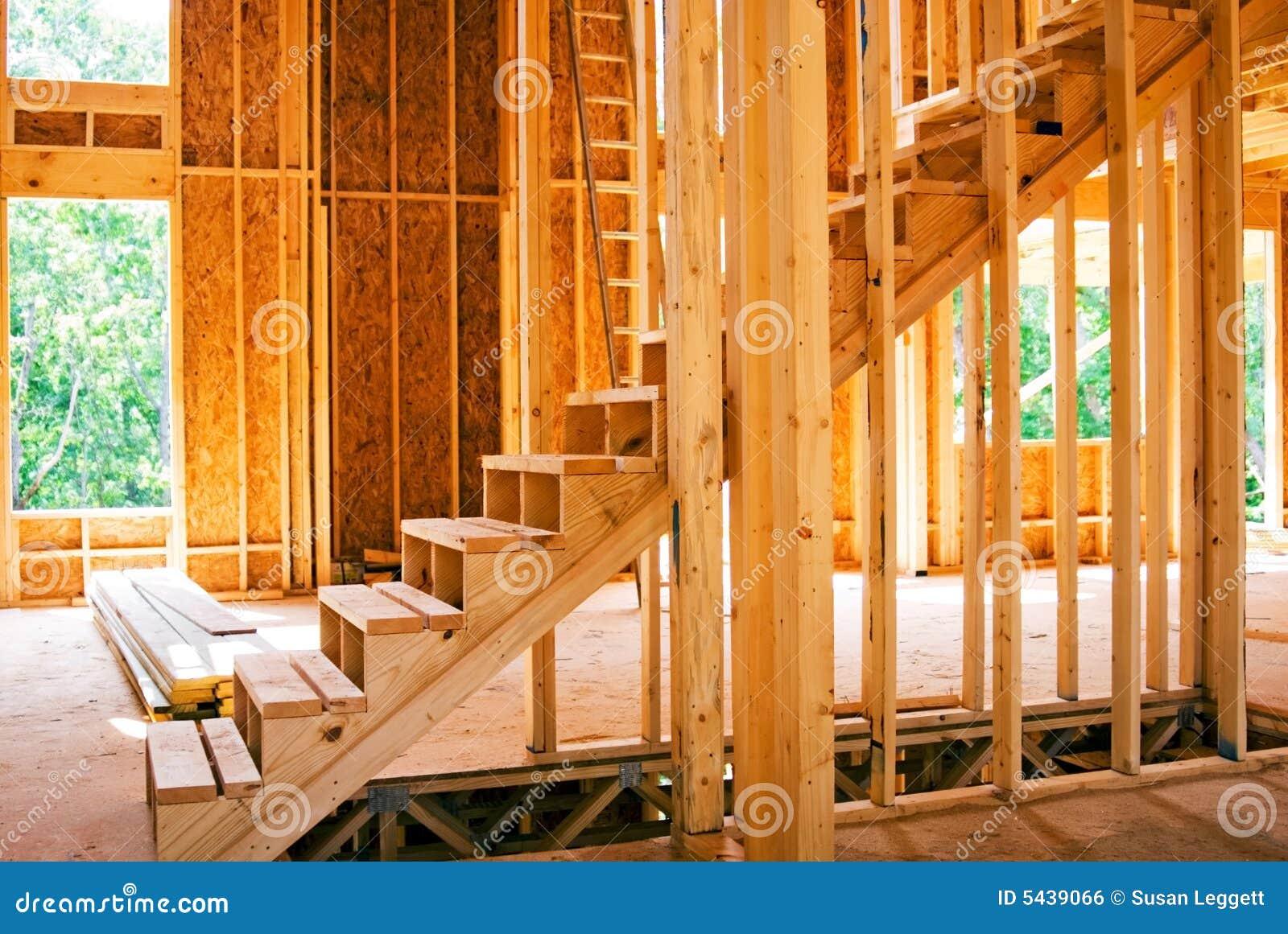 Escaliers neufs de chantier