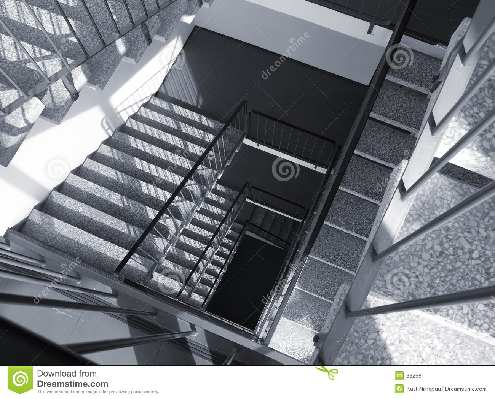 Escaliers vers le bas