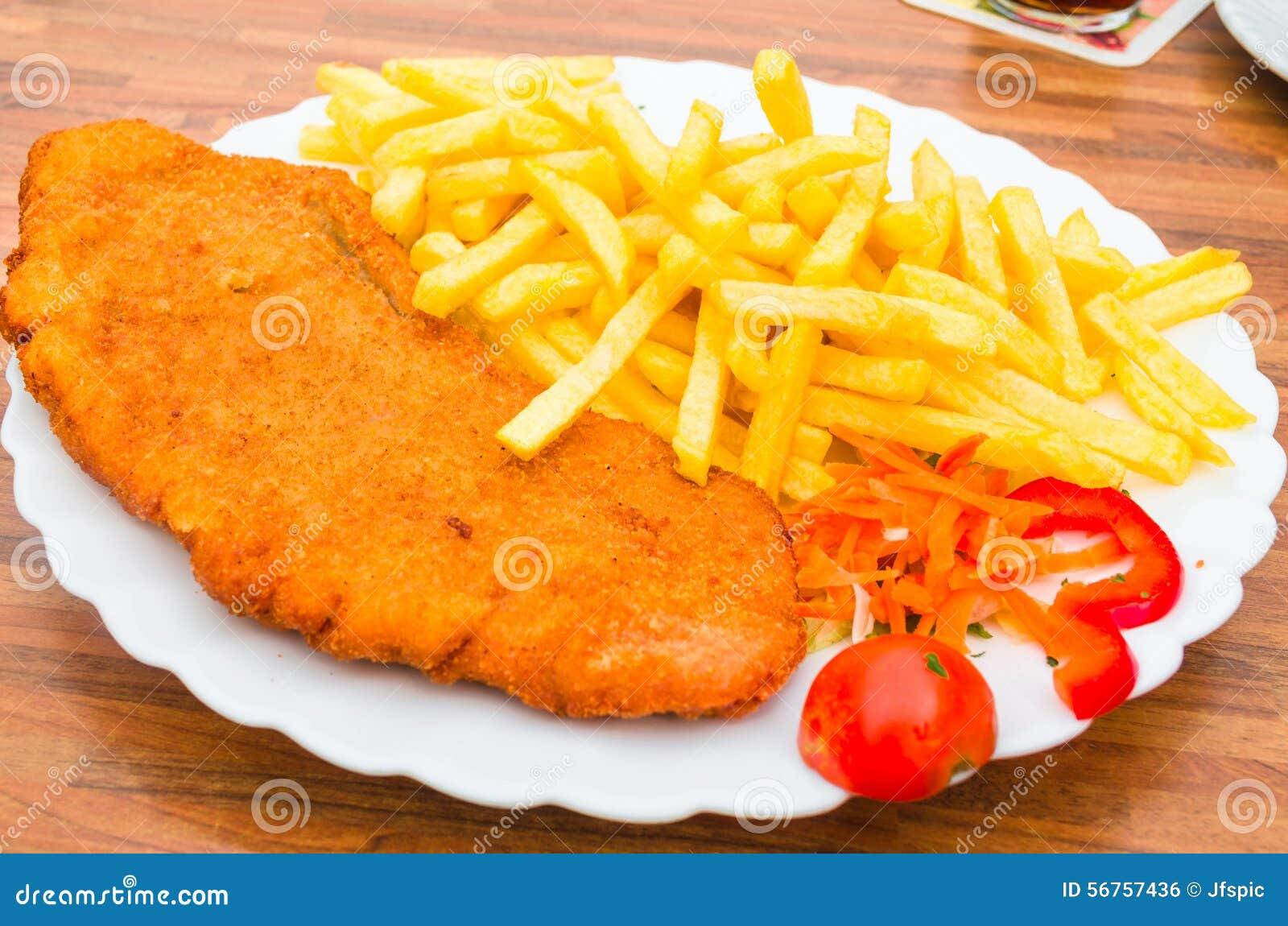 escalope-de-veau-de-saucisse-pommes-frites-56757436