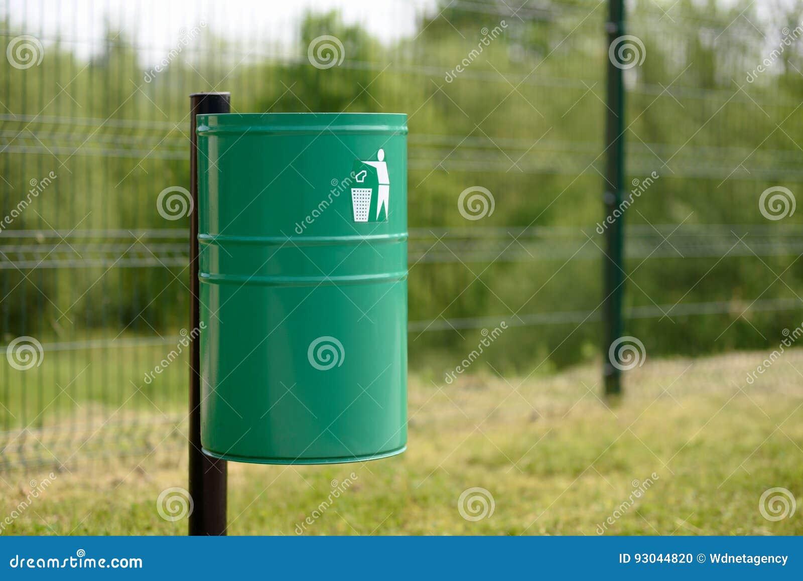 Escaninho de lixo no parque