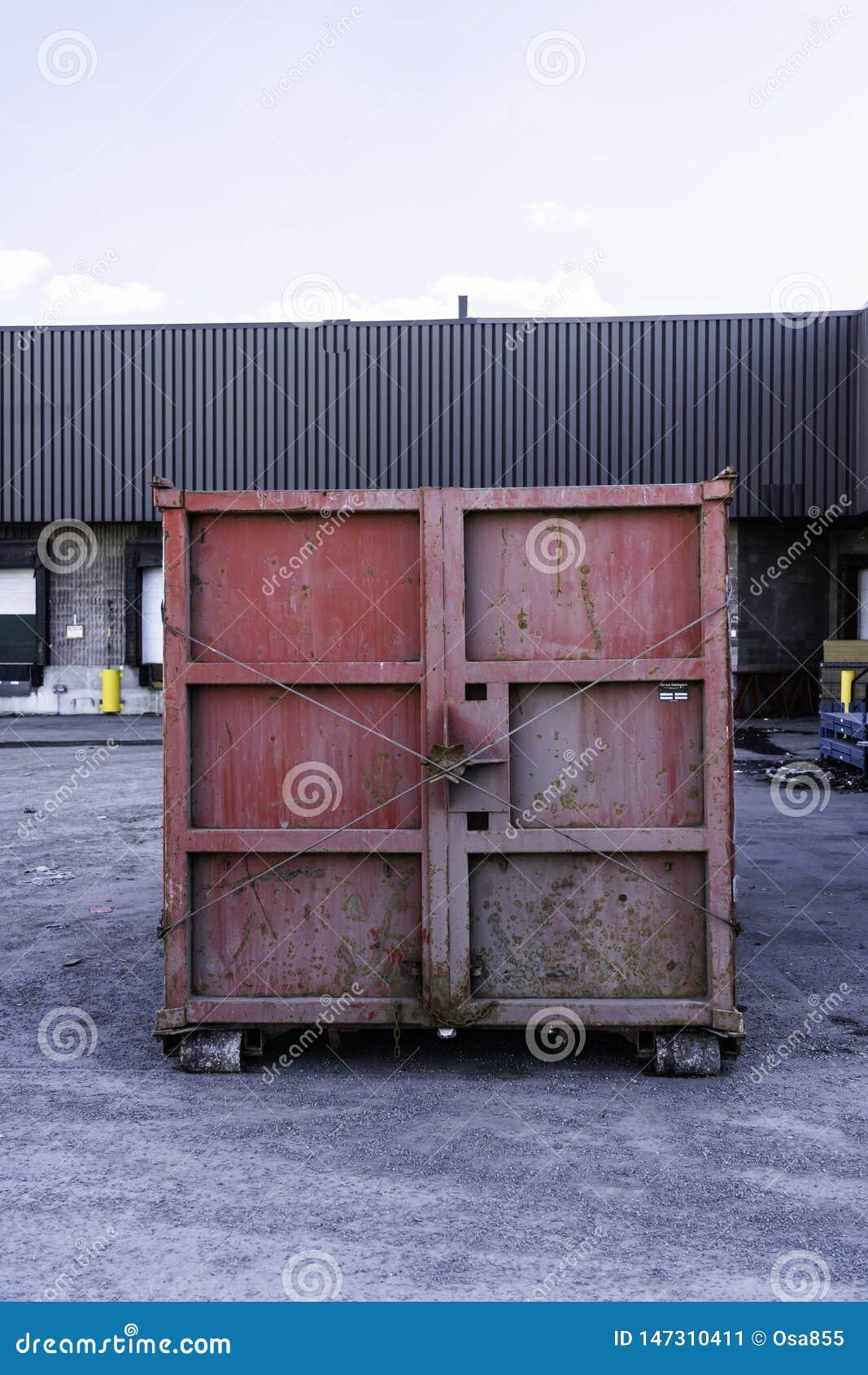 Escaninho dos desperd?cios do recipiente dos restos para depositar desperd?cios e material da renova??o da casa