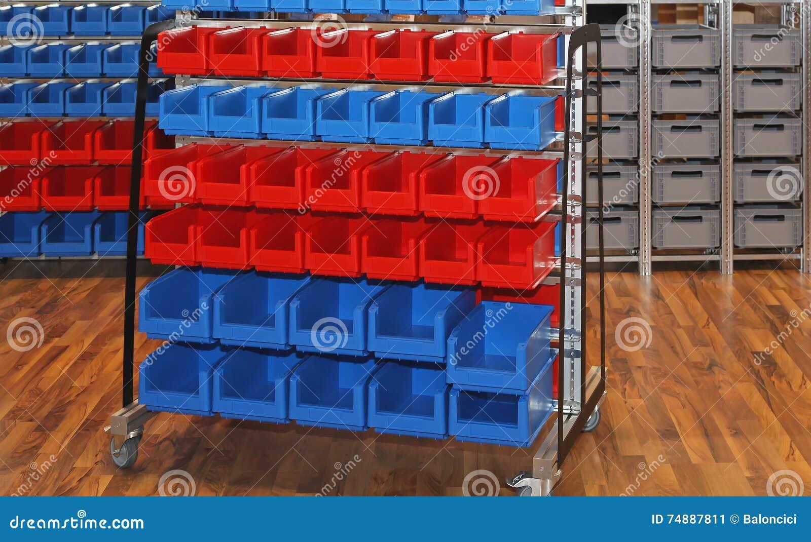 Escaninhos e cubas de armazenamento