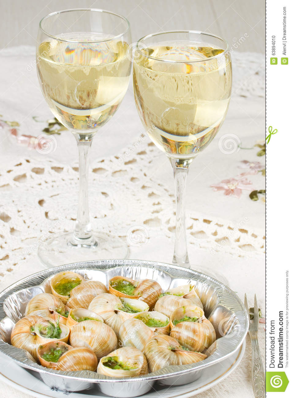 escargots de vin blanc et de raisin photo stock image du roman gourmet 63894010. Black Bedroom Furniture Sets. Home Design Ideas