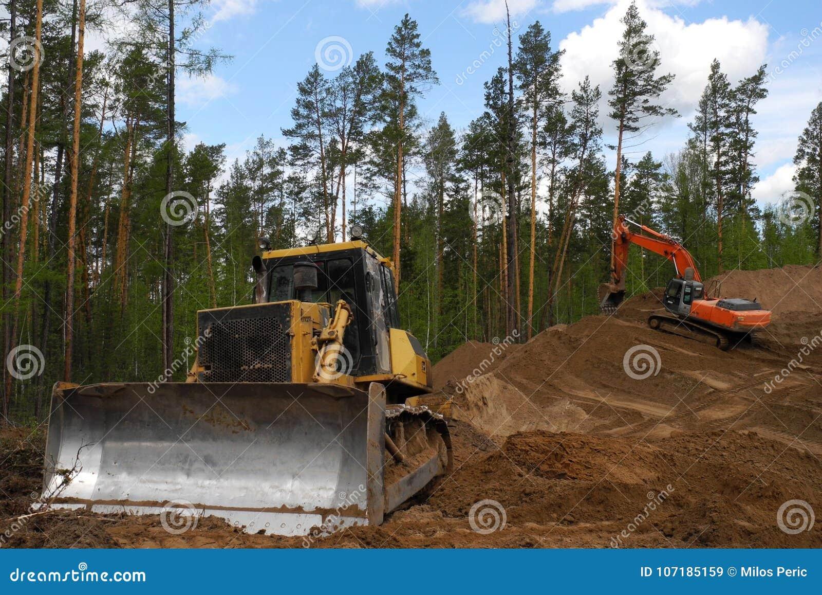 Escavadora e máquina escavadora