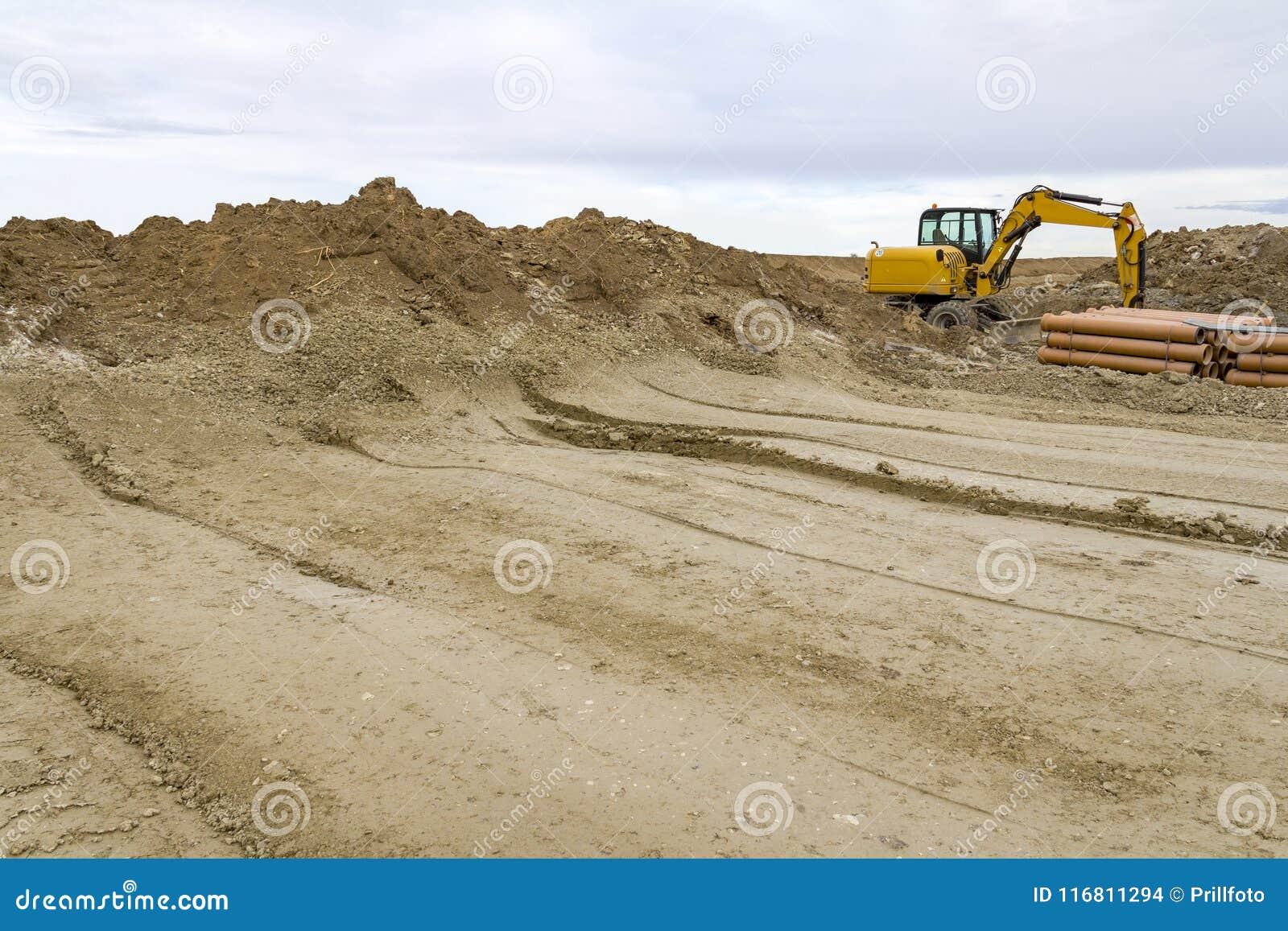 Escavatore ad un cantiere