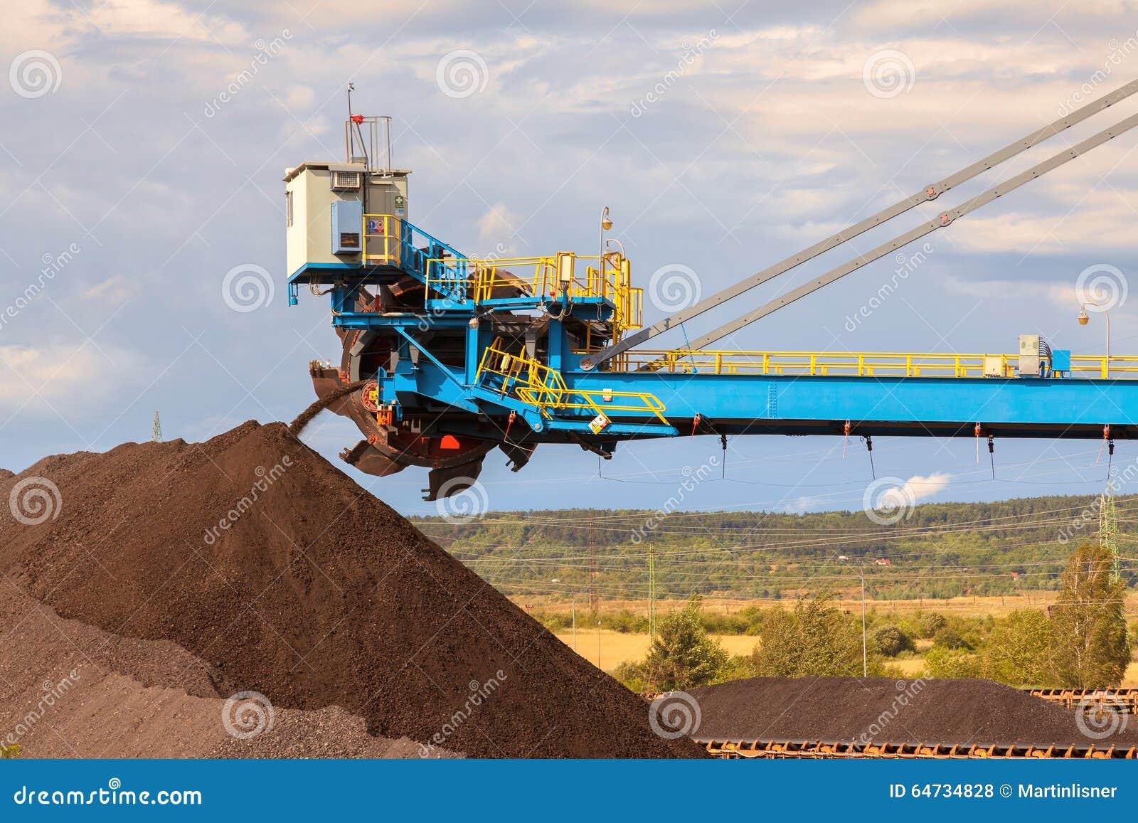 Escavatore gigante della ruota nella miniera della lignite