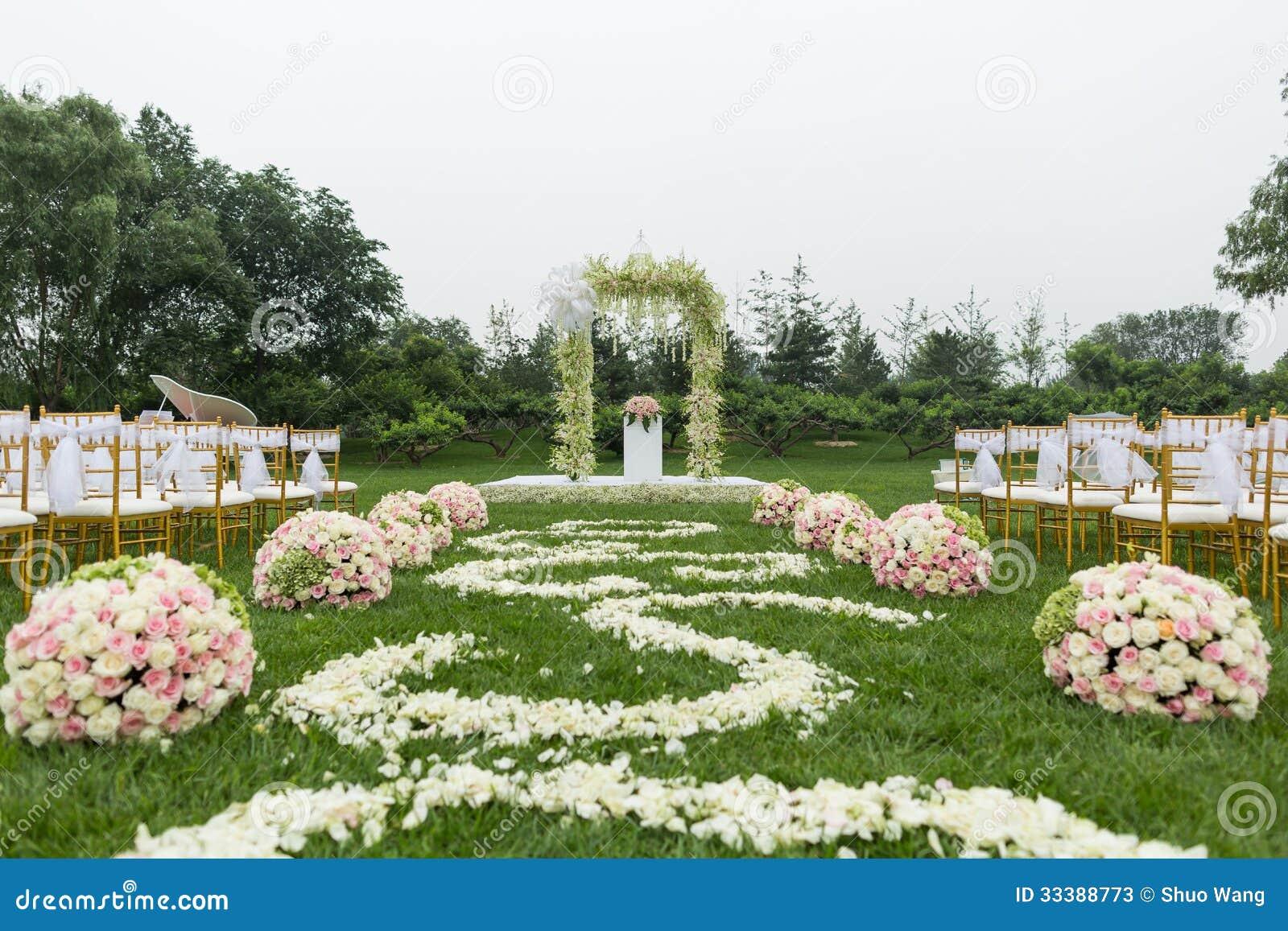 Escena al aire libre de la boda