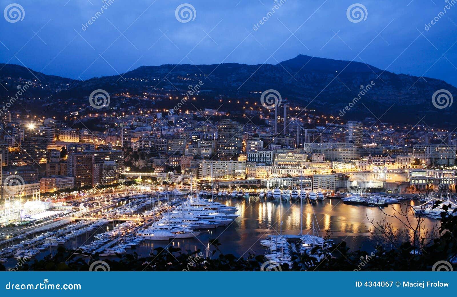 Escena de la noche de la bahía de Mónaco