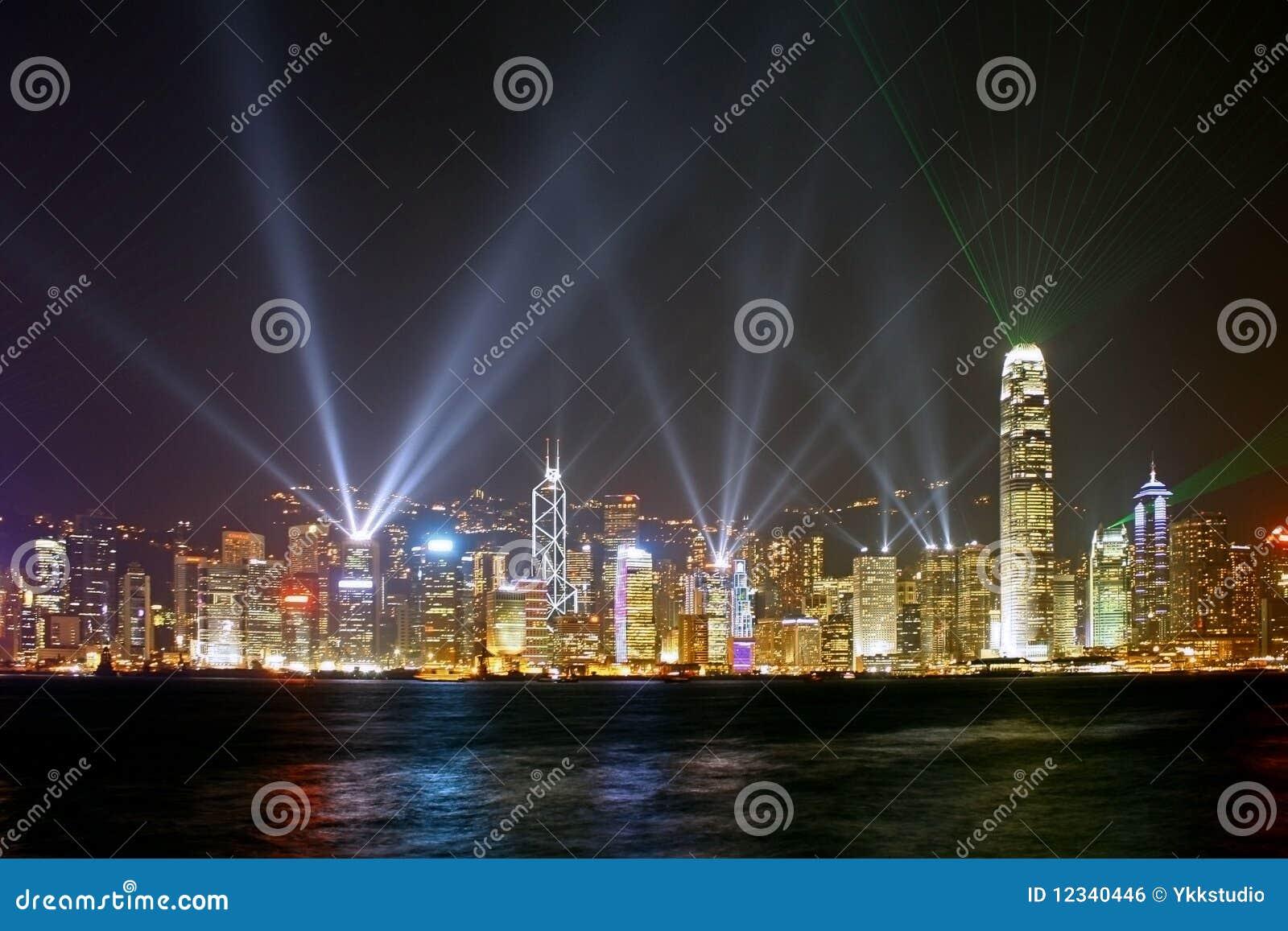 Escena de la noche de la metrópoli de Hong-Kong
