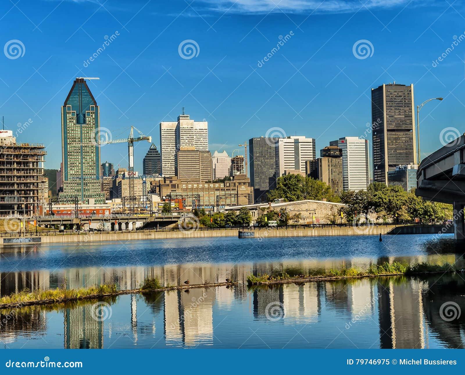 Escena del puerto viejo de Montreal
