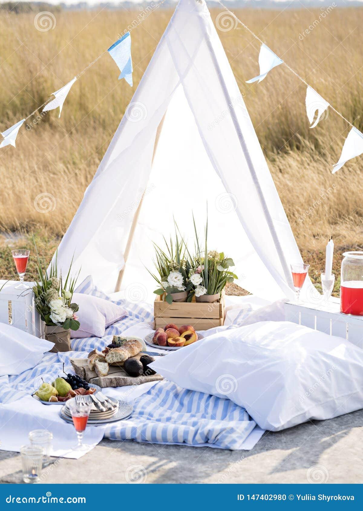 Escena que acampa del verano