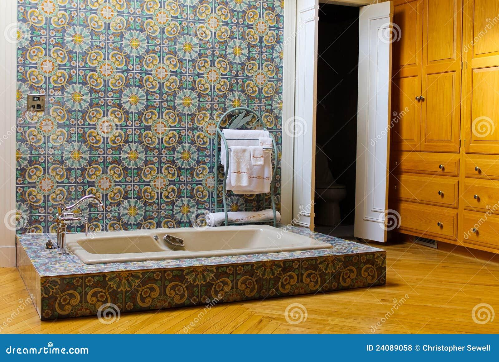 Tinas De Baño Viejas:Escena Rústica Del Cuarto De Baño Fotos de archivo libres de