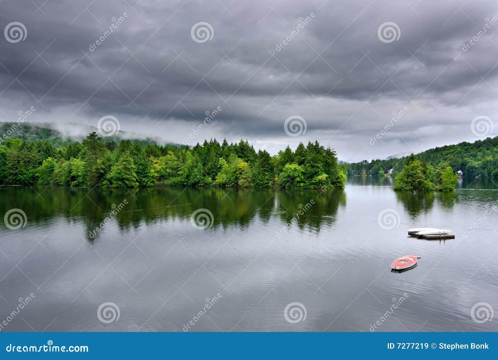 Escena tempestuosa del lago