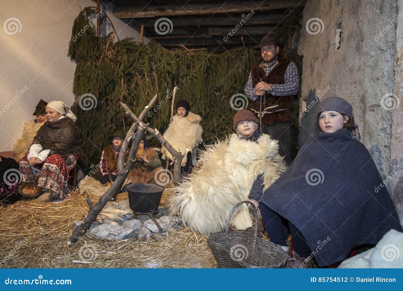 Escena viva de la natividad jugada por los habitantes locales Reconstrucción de la vida de Jesús con los artes antiguos y aduanas