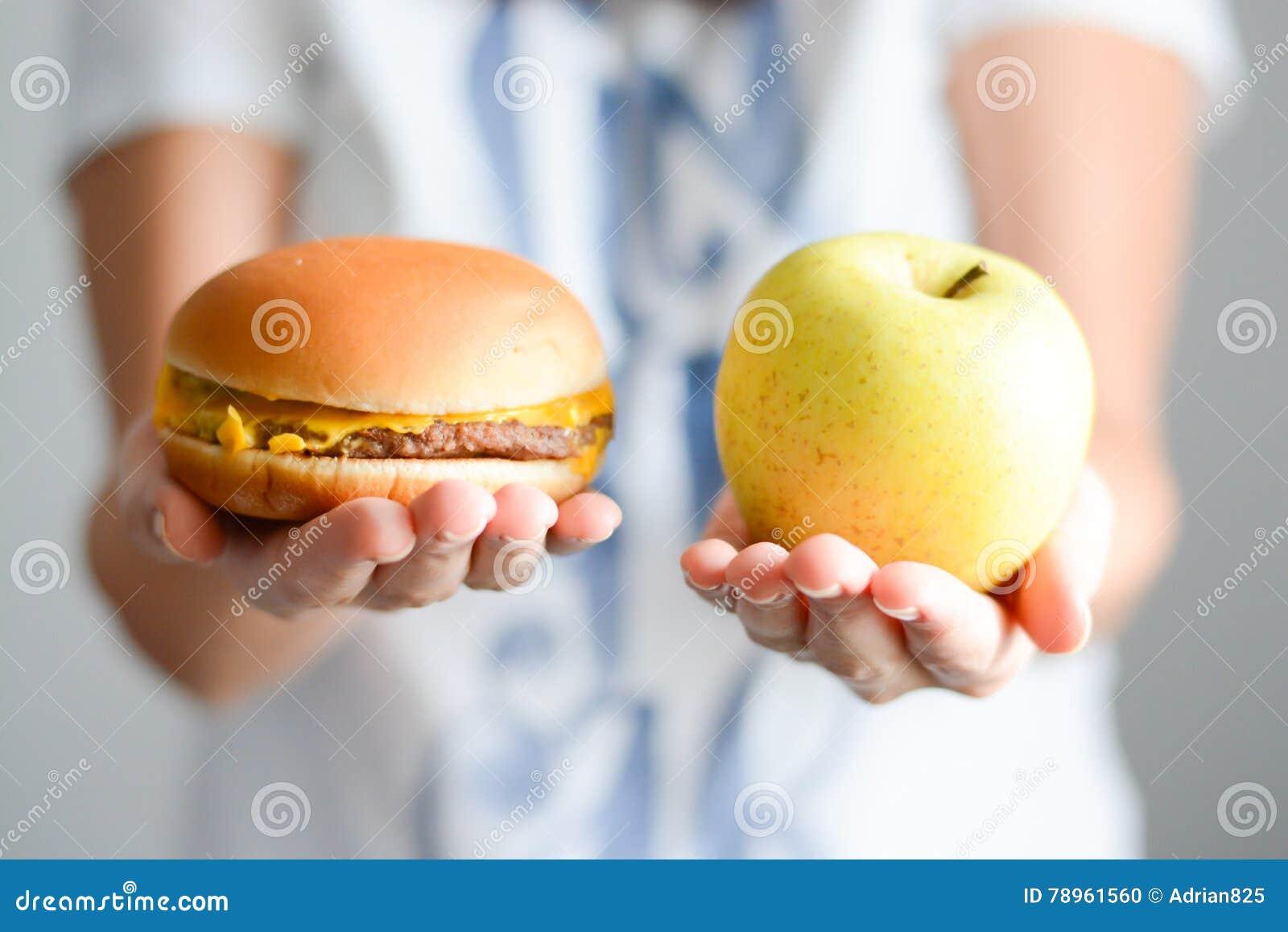 Escolha entre a comida lixo contra a dieta saudável