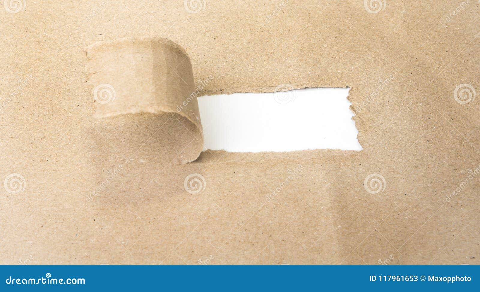 Esconda el papel marrón rasgado que revela nuevos desafíos