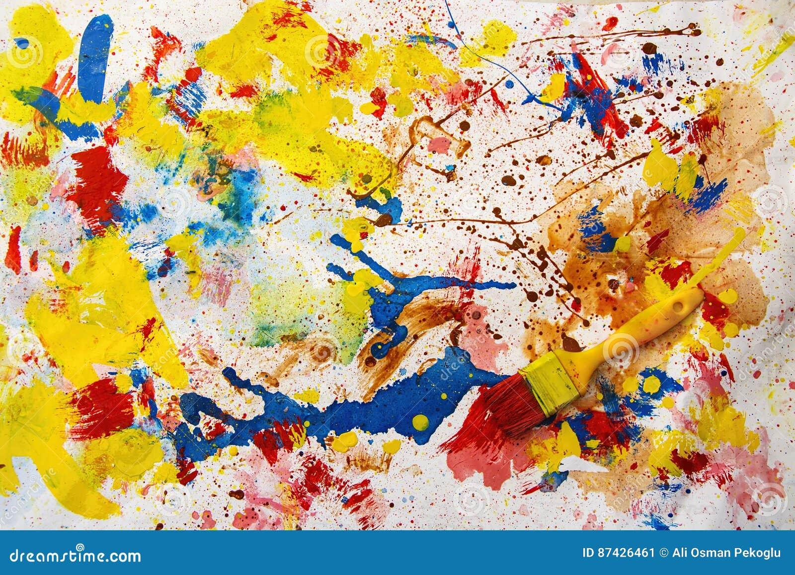 Escova e pinturas